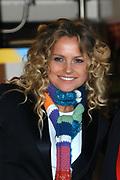 Hare Koninklijke Hoogheid Prinses Máxima der Nederlanden was 17  oktober aanwezig bij de start  van de Zilverrail, de Koninklijke Feest Express. <br /> <br /> Deze jongerentrein trekt door het land ter gelegenheid van het Zilveren Regeringsjubileum. Prinses Máxima rijdt mee in de reizende jongerentrein op maandagochtend 17 oktober van Utrecht naar Eindhoven. De Koningin sluit de feestelijkheden af op de laatste dag, donderdag 27 oktober, in Delft. <br /> <br /> <br /> Op de foto:<br /> <br /> Fatima Moreira de Melo