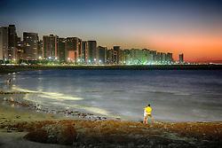 Vista aérea da Praia de Iracema e Meireles com edifícios da Avenida Beira-Mar ao anoitecer. FOTO: Jefferson Bernardes/ Agência Preview