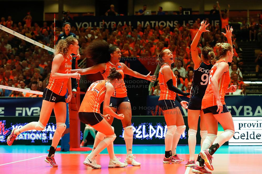 20180531 NED: Volleyball Nations League Netherlands - Brazil, Apeldoorn<br />Anne Buijs (11) of The Netherlands, Celeste Plak (4) of The Netherlands, Anne Buijs (11) of The Netherlands, Femke Stoltenborg (2) of The Netherlands <br />©2018-FotoHoogendoorn.nl