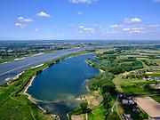 Nederland, Gelderland, gemeente West Maas en Waal; 14–05-2020;  Waaldijk (rechtsonder) overgaand in Waalbandijk tussen Dreumel en Wamel (in het verschiet). In de voorgrond de Vonkerplas. Links boven het midden rivier de Waal met in de verte de Prins Willem Alexanderbrug, Beneden-Leeuwen.<br /> Waaldijk (bottom right) transition to Waalbandijk between Dreumel and Wamel. In the foreground the Vonkerplas. River Waal in the distance.<br /> <br /> luchtfoto (toeslag op standaard tarieven);<br /> aerial photo (additional fee required)<br /> copyright © 2020 foto/photo Siebe Swart