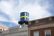 En kopia av det gamla vattentornet med svenska flaggan är sedan augusti 2017 på plats på taket av The Swedish American Museum. Orginalen hade rostat sönder och togs ned tre år tidigare. <br /> <br /> Andersonville, Chicago, IL, USA<br /> <br /> Foto: Christina Sjögren