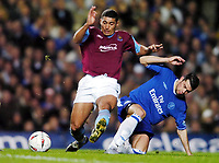 Fotball<br /> Carling cup 2004/05<br /> Chelsea v West Ham United<br /> 27. oktober 2004<br /> Foto: Digitalsport<br /> NORWAY ONLY<br /> Mateja Kezman Chelsea/Hayden Mullins West Ham United