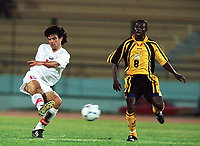 Fotball<br /> Afrikamesterskapet/African Nations Cup 2002<br /> Zambia v Tunisia<br /> Foto: Digitalsport<br /> NORWAY ONLY<br /> RIYADH BOUAZIZI (TUN) / CHARLES LOTA (ZAM)