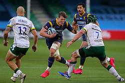 Ted Hill of Worcester Warriors fends off Seán O'Brien of London Irish - Mandatory by-line: Nick Browning/JMP - 21/11/2020 - RUGBY - Sixways Stadium - Worcester, England - Worcester Warriors v London Irish - Gallagher Premiership Rugby