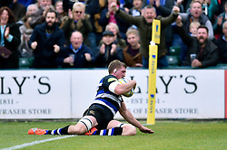 Stuart Hooper of Bath Rugby dives for the try-line - Mandatory byline: Patrick Khachfe/JMP - 07966 386802 - 17/10/2015 - RUGBY UNION - The Recreation Ground - Bath, England - Bath Rugby v Exeter Chiefs - Aviva Premiership.