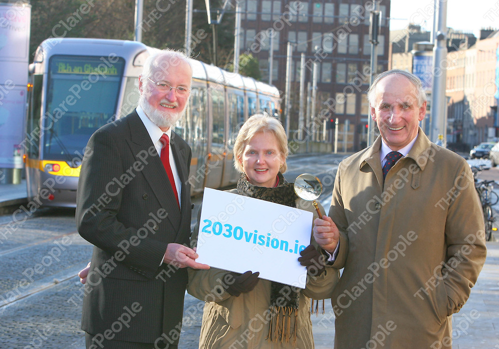 Pictured at the launch of www.2030vision.ie are (from left to right) John Henry, Chief Executive of the Dublin Transportation Office with Dympna O Hara from Ennis Co. Clare and Brendan O Hara from Carrick on Suir. <br /> 2030 Vision, Dublin Transportation Office Transport Strategy for Dublin 2010-2030.