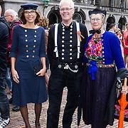 NLD/Den Haag/20130917 -  Prinsjesdag 2013, Carla Dik-Faber op de foto met personen in klederdracht