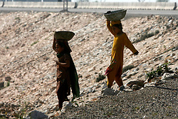 Pakistani girls collect garbage in a street on the outskirts of northwest Pakistan's Peshawar, Feb. 25, 2015. EXPA Pictures © 2015, PhotoCredit: EXPA/ Photoshot/ Umar Qayyum<br /> <br /> *****ATTENTION - for AUT, SLO, CRO, SRB, BIH, MAZ only*****