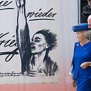 NLD/Doorn/20180824 -  Beatrix opent tentoonstelling 'Verzet en Verdriet in Beeld', Prinses Beatrix opent de expositie