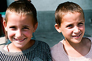 B&A (les soeurs jumelles tiennent à garder leur anonymat) à l'orphelinat de Popricani en 1993 quand elles avaient 8 ans. Elles ont été toutes les deux abandonnées à la naissance. <br />