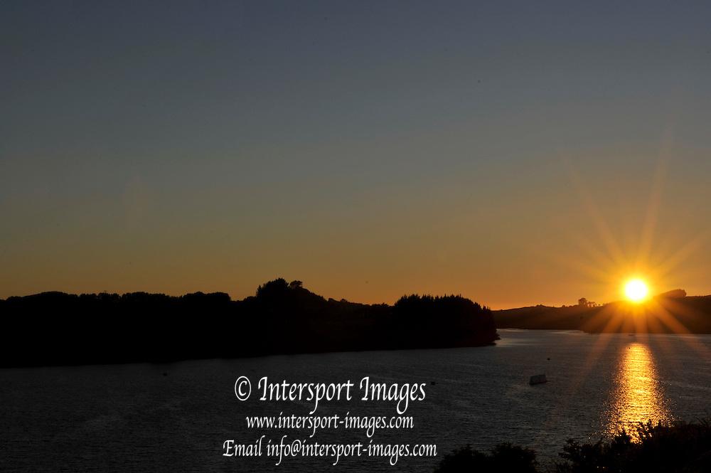 Hamilton, NEW ZEALAND.  Sunrise over Lake KARAPIRO,  venue for the 2010 World Rowing Championships - Lake Karapiro. Sunday. 07.11.2010.  [Mandatory Credit Peter Spurrier:Intersport Images].