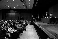 Bertrand  Delanoë (maire de Paris de 2001 à 2014) - avec Michèle Blumenthal - donne un compte-rendu de son mandat, Paris 12ème / 2004.2ème / 2004.