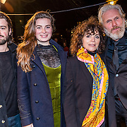NLD/Amsterdam/20161222 - Première 32ste Wereldkerstcircus, Henriette Tol, partner Rob Snoek en dochter met haar partner