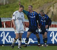 Fotball - 5. mai 2002 - Nadderud Stadion. Thomas Finstad og Christan Wilhelmson jubler for 4-0 til Stabæk over Sogndal. Christan Kalvenes, Sogndal fortviler.<br /> <br /> Foto: Andreas Fadum, Digitalsport