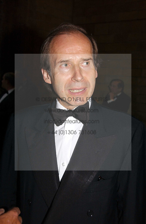 Auctioneer SIMON DE PURY at a gala dinner in the presence of HM Quenn Silvia of Sweden and HM Queen Noor of Jordan in aid of the charity Mentor held at the Natural History Museum, Cromwell Road, London on 23rd May 2006.<br /><br />NON EXCLUSIVE - WORLD RIGHTS