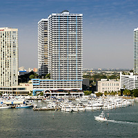 2004 Miami International Boat Show - power boat display and demonstration docks at the Sea Isle Marina and Yachting Center.