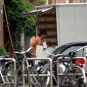 NLD/Amsterdam/20061013 - Daphne Bunskoek verhuist naar haar nieuwe woning, kastje valt uit de takels