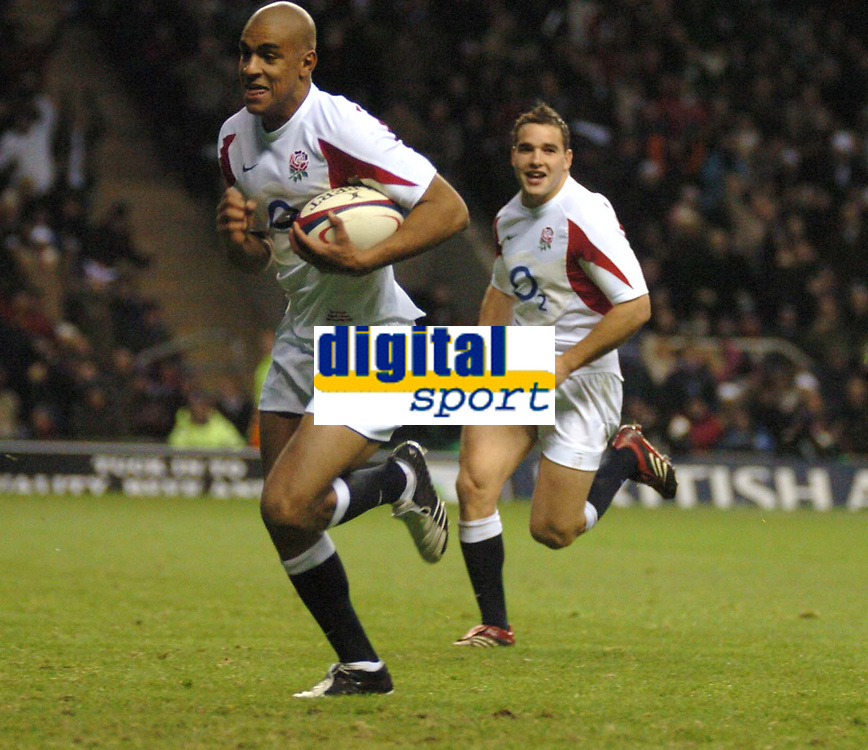 Photo: Ian Hebden.<br />England v Samoa. Autumn Internationals. 26/11/05.<br />Tom Varndell (L) scores a try.