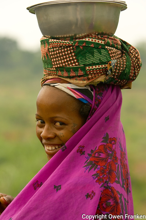 Peul woman after a market, Benin - West Africa - photograph by Owen Franken