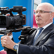 NLD/Amsterdam/20150521 - Perspresentatie producties Janke Dekker Productions, Michael van Praag met filmcamera