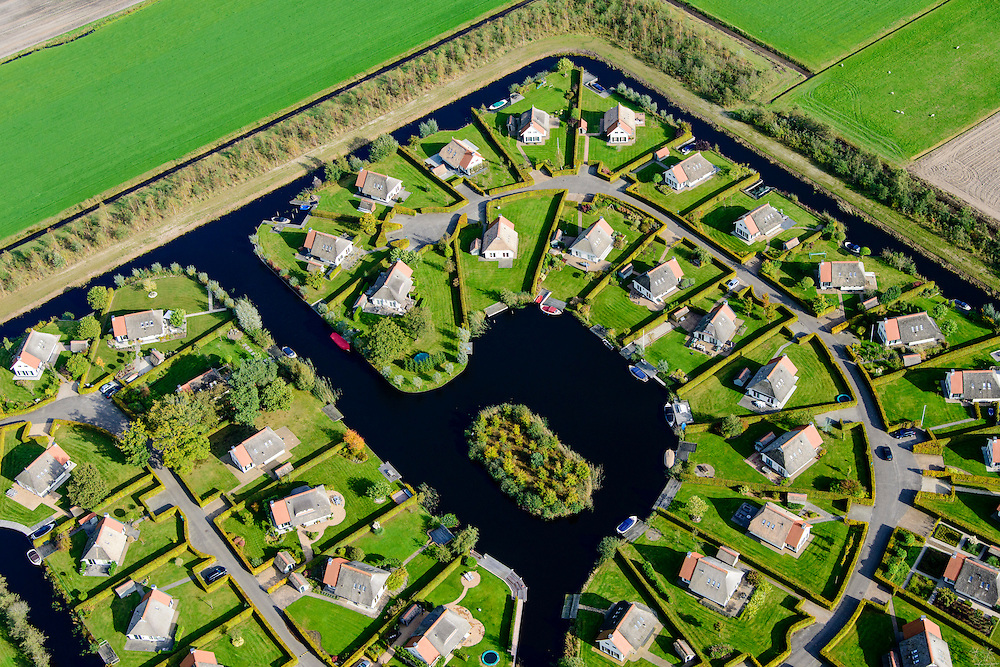 Nederland, Friesland, Gemeente De Friese Meren , 10-10-2014; Sint-Nicolaasga.Camping Blaauw op Landgoed Eysinga-State.<br /> Estate camping.<br /> luchtfoto (toeslag op standard tarieven);<br /> aerial photo (additional fee required);<br /> copyright foto/photo Siebe Swart