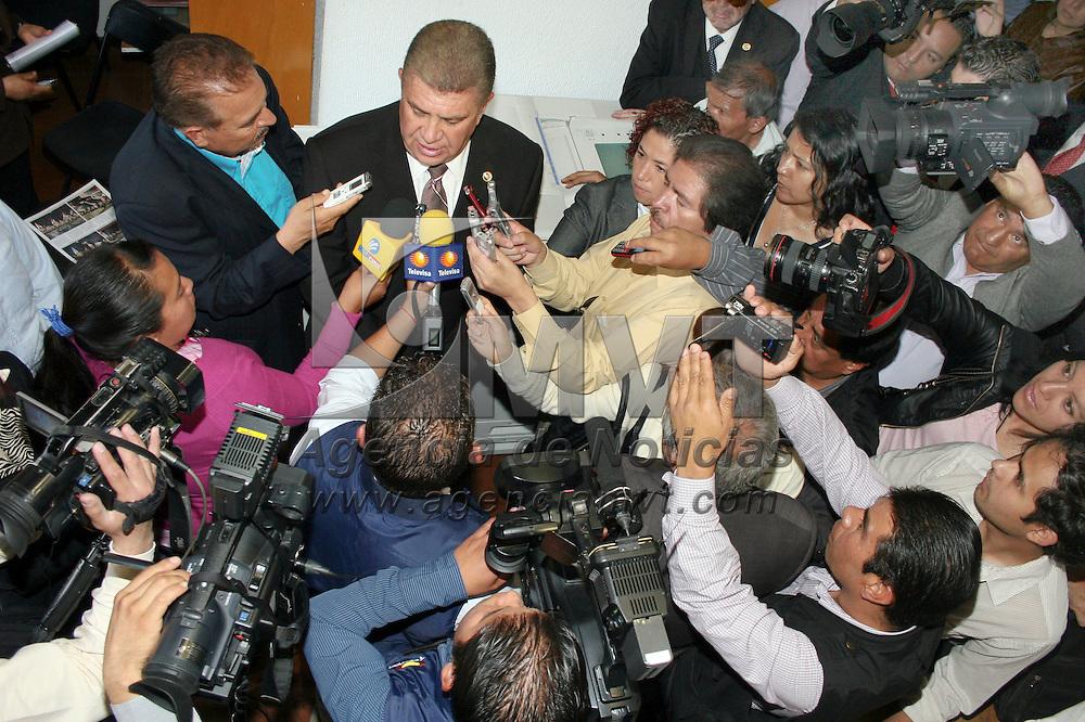 TOLUCA, Mexico.- El diputado Jose Manzur Quiroga, rinde protesta como Presidente de la Junta de Coordinacion Politica en el Congreso del Estado de Mexico. Agencia MVT / Jose Hernandez. (DIGITAL)