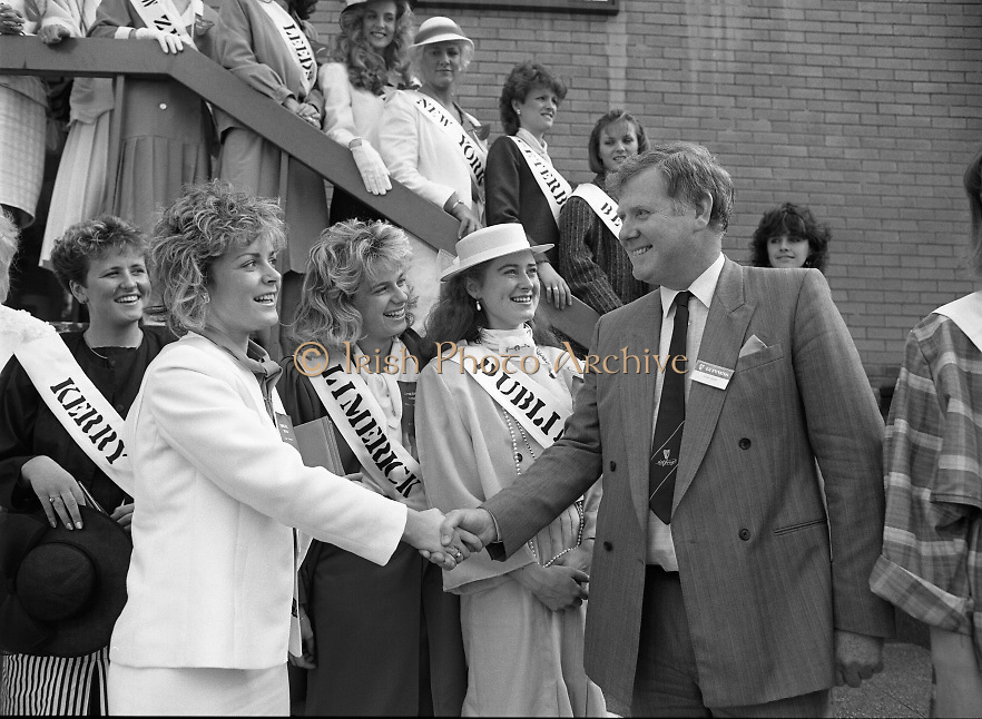 Roses of Tralee at Guinness Brewery..1986.20.08.1986..08.20.1986..20th August 1986..As part of the 50th running of the Rose Of Tralee Festival the thirty Rose contestants were invited to The Guinness Brewery,St James's Gate,Dublin. At the reception in their honour, Mr Pat Healy,Sales Director,Guinness Group Sales,welcomed the roses at the Guinness Reception Centre..Extra: Ms Noreen Cassidy,representing Leeds,went on to win the title of 'Rose Of Tralee'...Photograph of Mr Brian Brown,Guinness Group Sales, welcoming the 30 Rose contestants to the reception at Guinness brewery,Dublin.