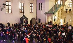 17.12.2013, Sonnenfeldplatz, Graz, AUT, Demo gegen die Zusammenlegung von Wissenschafts- und Wirtschaftsministerium, im Bild Studenten demonstrieren gegen die Abschaffung des Wissenschaftsministeriums und besetzen dabei den Landhaushof am 17. Dezember 2013, EXPA Pictures © 2013, PhotoCredit: EXPA/ Erwin Scheriau