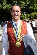 Medaillewinnaars van de Olympische Zomerspelen 2016 vertrekken per fiets van het Binnenhof voor een ontvangst op Paleis Noordeinde. <br /> <br /> op de foto:  Dorian van Rijsselberghe, goud bij zeilen in de RS:X-klasse