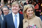 Prins van Oranje en Prinses Máxima aanwezig bij jubileumvoorstelling Hofplein Rotterdam<br /> <br /> <br /> Hunne Koninklijke Hoogheden de Prins van Oranje en Prinses Máxima der Nederlanden waren zondagmiddag 12 december aanwezig bij de jubileumvoorstelling 'De Verjaardag van Koning Lodewijk de Enige' in het theater van Hofplein Rotterdam. De voorstelling wordt gehouden ter gelegenheid van de viering van het 25-jarig bestaan.<br /> <br /> Hofplein Rotterdam is de verzamelnaam voor een theater, de Jeugdtheaterschool Hofplein,