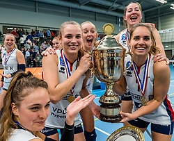 29-09-2018 NED: Supercup Sliedrecht Sport - Eurosped, Sliedrecht<br /> Sliedrecht takes the first price of the new season / Sarah van Aalen #9 of Sliedrecht Sport, Esther van Berkel #7 of Sliedrecht Sport, Fleur Savelkoel #6 of Sliedrecht Sport, Carlijn Ghijssen-Jans #10 of Sliedrecht Sport