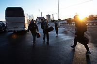 Budzisko, woj podlaskie, 14.03.2020. Od polnocy zostanie przywrocona kontrola graniczna na wewnetrznej granicy UE na dawnym przejsciu granicznym z Litwa N/z grupa ukrainskich kierwocow wracajacych ze szkolenia na Litwie przekorczyla grance pieszo ( kierowca busa ktory ich wiozl do Suwalk myslal,ze granica jest juz zamknieta i wysadzil ich wczesniej ), potem wsiedli do rejsowego autobusu z Klajpedy fot Michal Kosc / AGENCJA WSCHOD