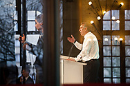 04032012. Rouen et Petit-Couronne. Campagne présidentielle 2012. François Bayrou. Rencontre chez Petroplus à Petit-Couronne et meeting à Rouen. A gauche, une traductrice en langue des signes.