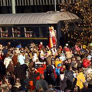 Aankomst Sinterklaas Bussum 2004, trein, zwaaien