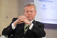 "25 MAY 2012, BERLIN/GERMANY:<br /> John Saunders, Regional President Gesamteuropa und Afrika Fleishman-Hillard, Global Business Dialogue ""Beyond Uncertain Times: A Growth Agenda"", axica Konferenzzentrum<br /> IMAGE: 20120525-02-054"