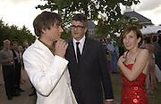 Alex James of Blur, Jay Jopling and  Sam Taylor Wood. Serpentine Summer Gala. 28 June 2001. © Copyright Photograph by Dafydd Jones 66 Stockwell Park Rd. London SW9 0DA Tel 020 7733 0108 www.dafjones.com