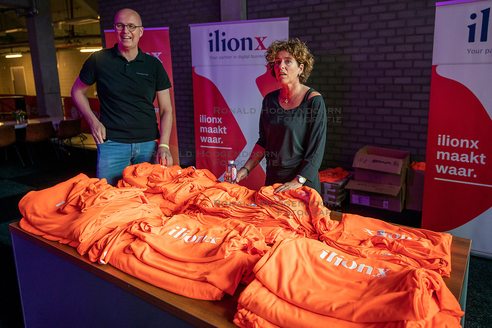 30-05-2019 NED: Volleyball Nations League Netherlands - Poland, Apeldoorn<br /> T shirts Ilionx, vip