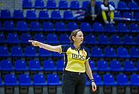 ROTTERDAM - Scheidsrechter.  Finale tussen Laren D2 en KZ D2 tijdens het Landskampioenschap reserveteam zaal 2013. Laren wint na strafballen. FOTO KOEN SUYK