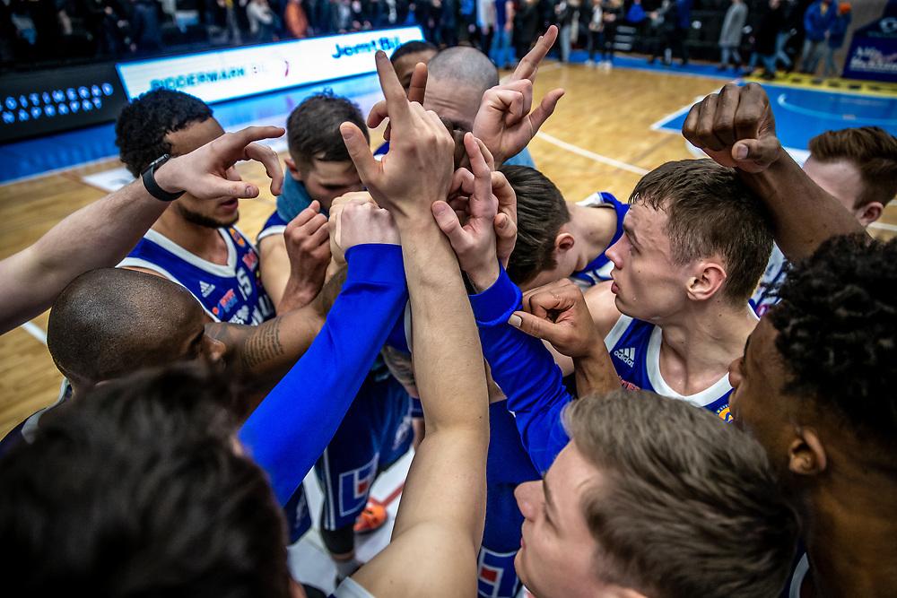 ÖSTERSUND 20200228<br /> Jämtland peppar efter segern i fredagens match i Basketligan mellan Jämtland Basket och BC Luleå i Östersunds Sporthall.<br /> <br /> Foto: Per Danielsson/Projekt.P