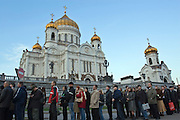 Moscow, Russia, 24/04/2007..The body of former Russian President Boris Yeltsin lies in state in the Cathedral of Christ the Saviour as mourners visit to pay their last respects. Lines of mourners outside the cathedral.