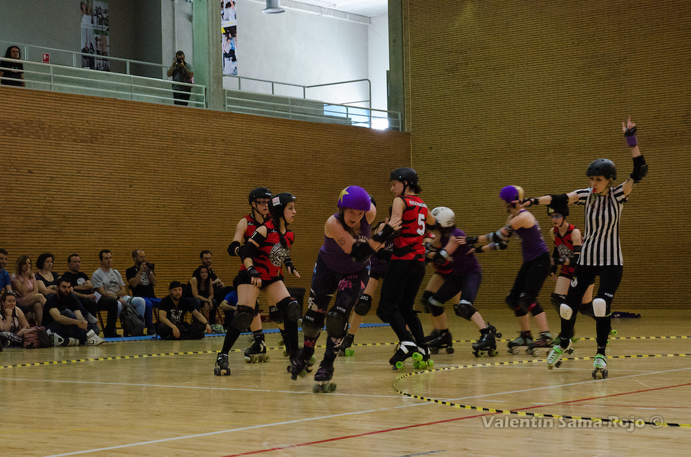 Jammer of BMO Roller Derby Girls, #85 Lily Gature, sprinting after passing the pack during the bout against Roller Derby Madrid.