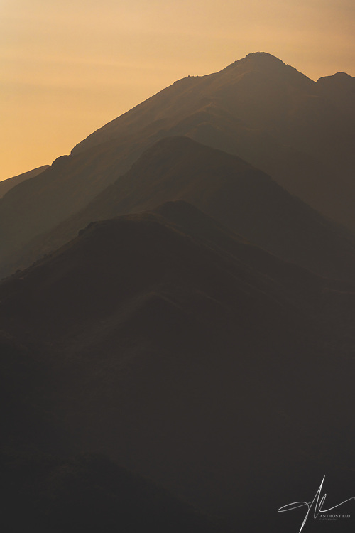 The lines of the Lantau Peak, captured in a hazy yet colourful evening in Hong Kong. (Nov 2020, Anthony Lau)