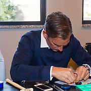NLD/Amsterdam/20131003 -  Dad's moment , Thomas Berge bezig met het in elkaar zetten van een horloge