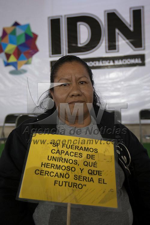 Toluca, Méx.- Una mujer muestra una pancarta durante el congreso estatal de la corriente denominada Izquierda Democratica Nacional. Agencia MVT / Mario Vazquez de la Torre. (DIGITAL)
