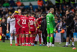 Bristol City Manager Lee Johnson speaks to his players - Mandatory by-line: Daniel Chesterton/JMP - 15/02/2020 - FOOTBALL - Elland Road - Leeds, England - Leeds United v Bristol City - Sky Bet Championship