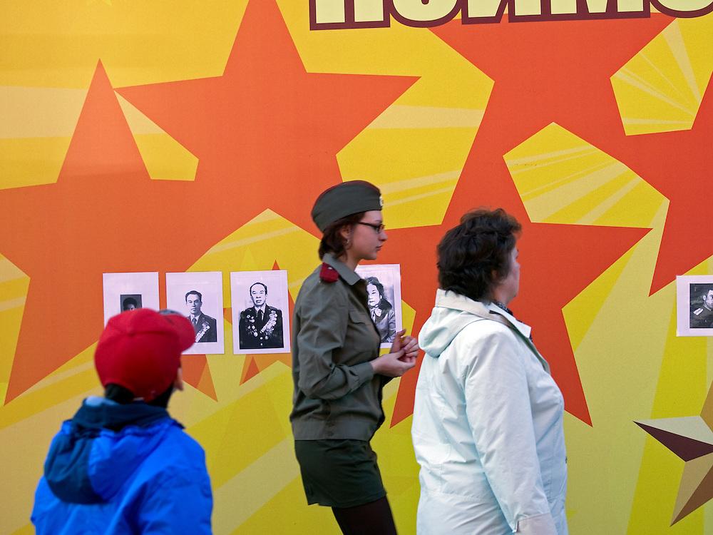 Kulisse für die Feierlichkeiten zum Ende des 2. Weltkriegs in der Nähe vom Roten Platz. Einen Tag später (9. Mai 2008) findet dort die große Siegerparade statt.<br /> <br /> Preparations for the Victory Day parade (took place the 9th of May 2008).
