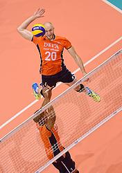 20150620 NED: World League Nederland - Portugal, Groningen<br /> De Nederlandse volleyballers hebben in de World League het vierde duel met Portugal verloren. Na twee uitzeges en de 3-0 winst van vrijdag boog de ploeg van bondscoach Gido Vermeulen zaterdag in Groningen met 3-2 voor de Portugezen: (25-15, 21-25, 23-25, 25-21, 11-15) / Nimir Abdelaziz #1, Jasper Diefenbach #20