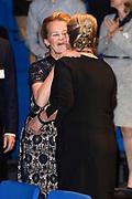 Prinses Mabel en prinses Beatrix tijdens de uitreiking van de derde Prins Friso Ingenieursprijs. De uitreiking vindt plaats op de TU Delft die dit jaar haar 175-jarig jubileum viert. <br /> <br /> Princess Mabel and Princess Beatrix during the award of the third Prince Friso Engineer Award. The ceremony takes place at TU Delft, celebrating its 175th anniversary this year.<br /> <br /> Op de foto / On the photo: Prinses Mabel met haar moeder Florence Malde Gijsberdina Kooman