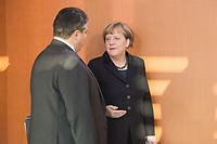 14 JAN 2014, BERLIN/GERMANY:<br /> Sigmar Gabriel (L), SPD, Bundeswirtschaftsminister, und Angela Merkel (R), CDU, Budneskanzlerin, im Gespraech, vor Beginn der Kabinettsitzung, Bundeskanzleramt<br /> IMAGE: 20150114-01-027<br /> KEYWORDS: Sitzung, Kabinett, Gespräch