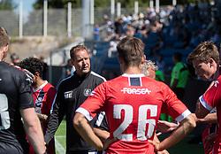 Cheftræner Morten Eskesen (FC Helsingør) giver en peptalk i vandpausen under træningskampen mellem FC Helsingør og HIK den 1. august 2020 på Helsingør Ny Stadion (Foto: Claus Birch).